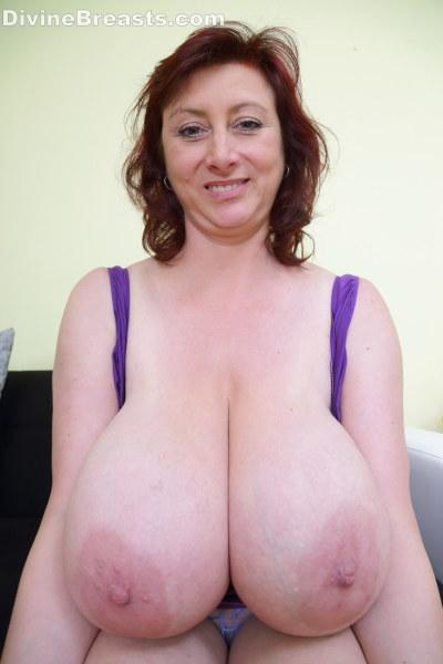 Natural huge hanging tits on milf 9
