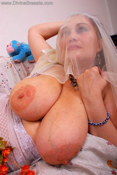 Smoking hot blonde amateur milf