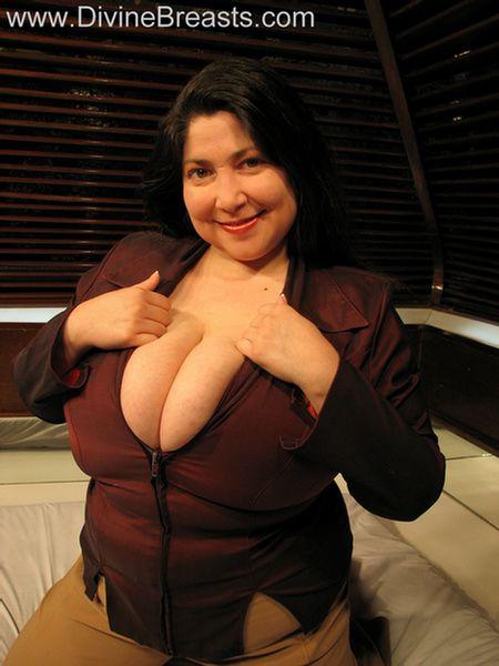Diana Milf Latina Huge Boobs