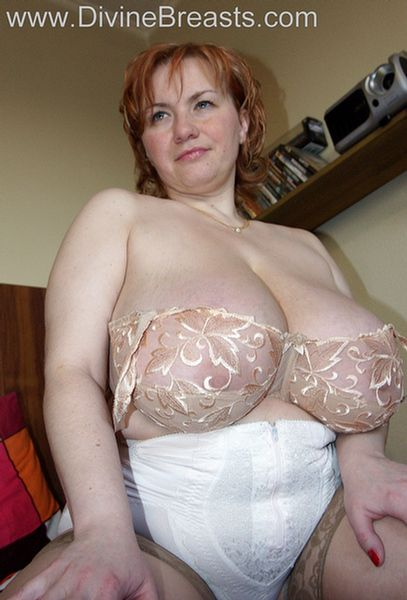 Big tit busty eve diamond masturbates 2 4