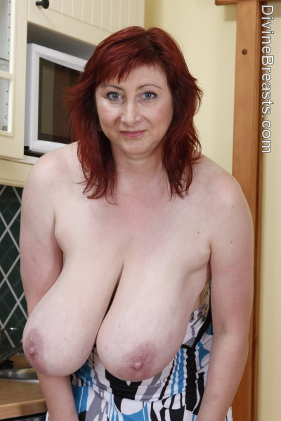 Mature wife with big pussy lips doing solo video for hubby - 2 5