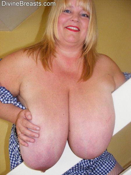 Beautiful big breasts bbw wants you to cum in her mouth 3