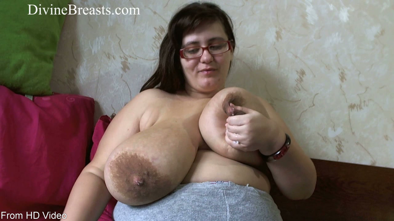 naked-bbw-lactating-nude-in-playboy-mansion