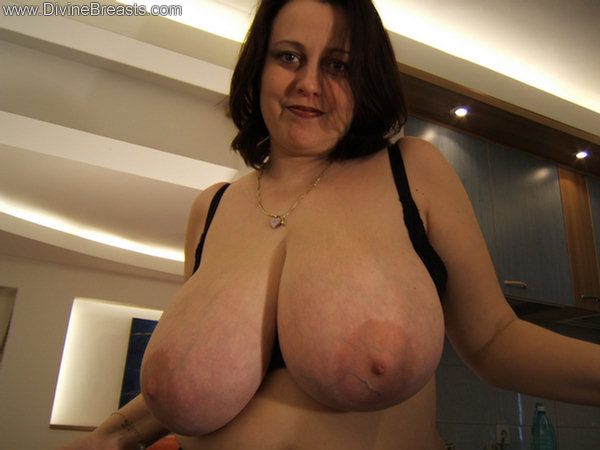 exclusive to divine breasts pam parker and her soft natural big tits
