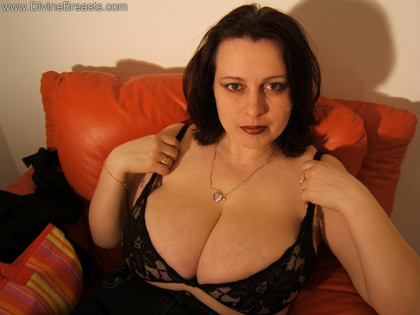 ... Pam Parker and her soft natural big tits. Sexy woman with big boobs: www.divinebreasts.com/big-tits-xxx/pam/03