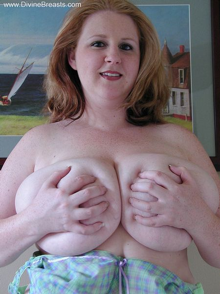 Bbw with massive tits gives titjob