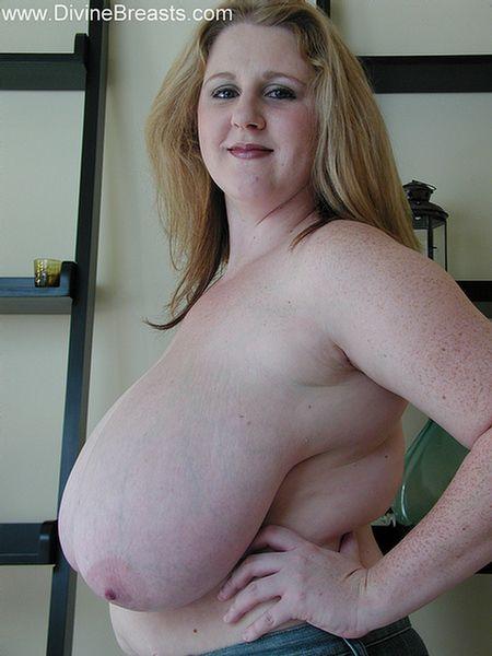 Sexy curvy huge breast milf giving dildo a nice tit fuck 1