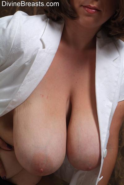 P a w g booty teases on webcam 10