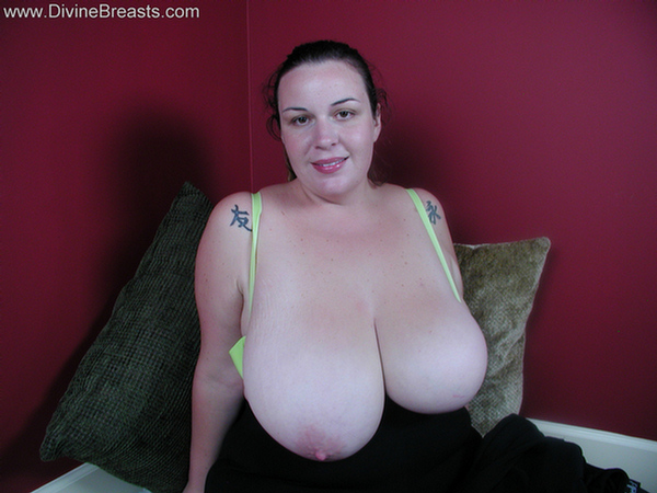Beautiful big tits brunette bbw has a wet pussy 10