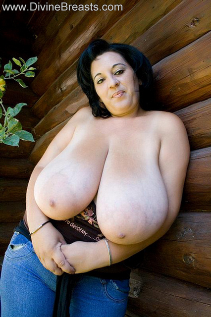 bloom big boobs divinebreasts     sexy girls with natural big tits