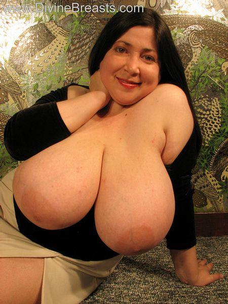 Diana Busty Milf Latina 12